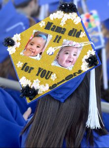Mortarboard that says: Mama did it for you